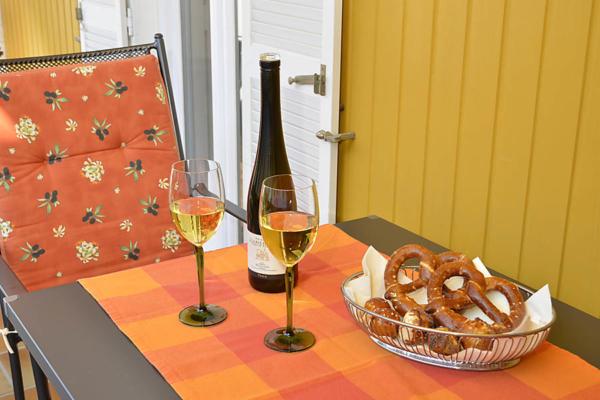 Überdachter Balkon zum Innenhof, Fewo Kirchbergblick (Haus am Schlossberg, Pfalz)
